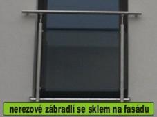 nerezové zábradlí na francouzské okno se sklem
