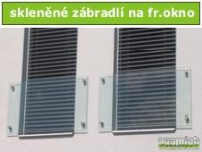 skleněné zábradlí na francouzské okno