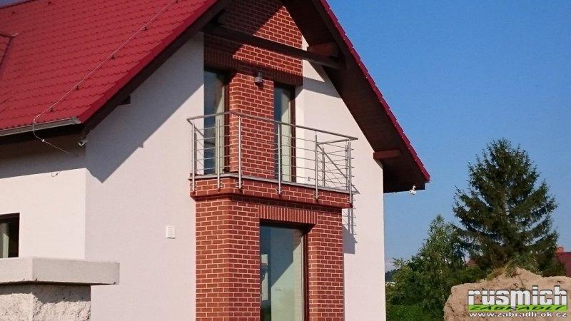 Nerezové zábradlí na balkon a terasus vodorovnou výplní