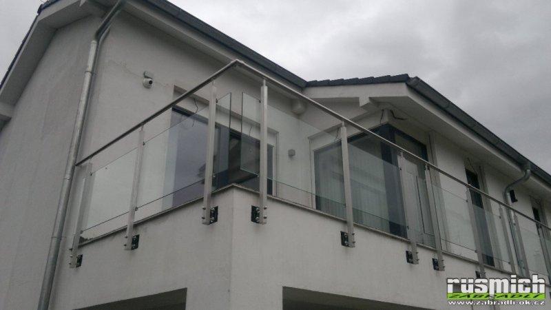 Nerezové zábradlí na balkon a terasu se sklem