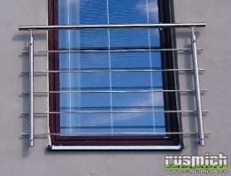 nerezové zábradlí na francouzské okno s vodorovnou výplní montáž y čela na fasádu