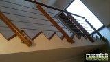 dřevěné zábradlí s nerezovou výplní