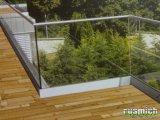 skleněné zábradlí na balkon a te...